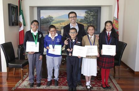 Reciben a medallista de Olimpiada Mexicana de Matemáticas