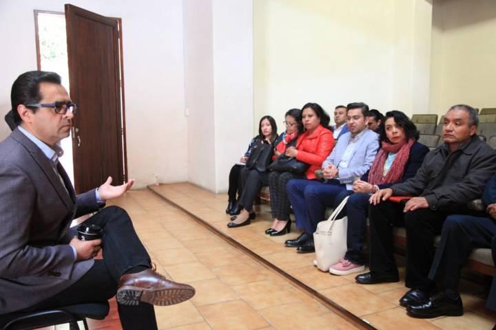 Finalmente Camacho Higareda recibe a maestros normalistas