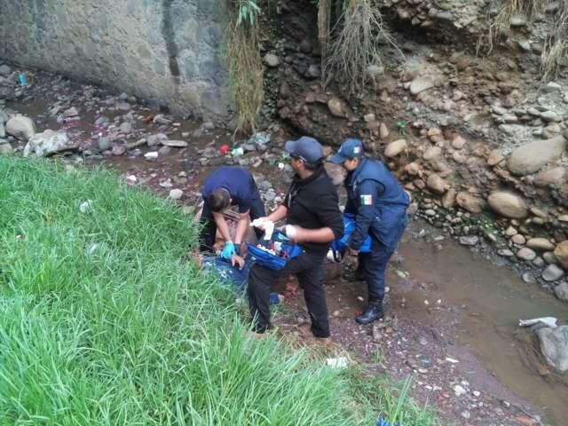 Rescata Protección Civil de Tlaxco a un hombre que despeñó en barranca