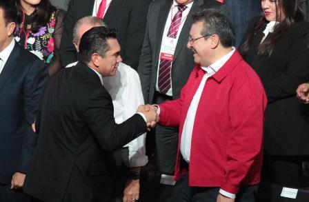 Asiste Mena a toma de protesta de Moreno como líder nacional de PRI