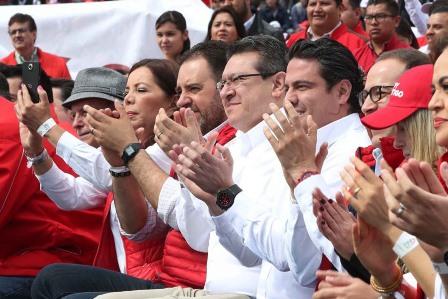 Acude Marco Mena a cierre de campaña regional de Pepe Meade