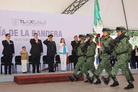 Gobernador Marco Mena encabeza el Día de la Bandera
