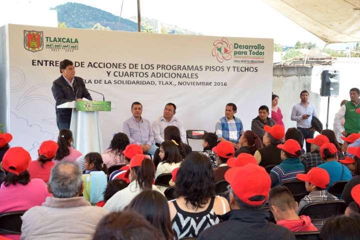 Entregan acciones de vivienda en el municipio de Tetla