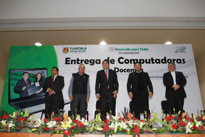 Entregan Manchi computadoras a docentes de nivel básico en Tlaxcala