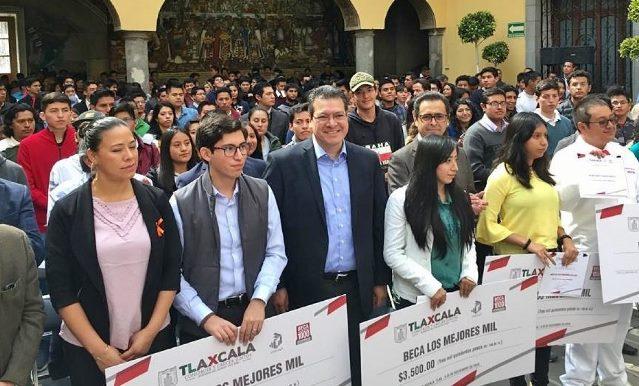 """Incumple gobierno de Mena con pago de beca """"Los Mejores Mil"""""""