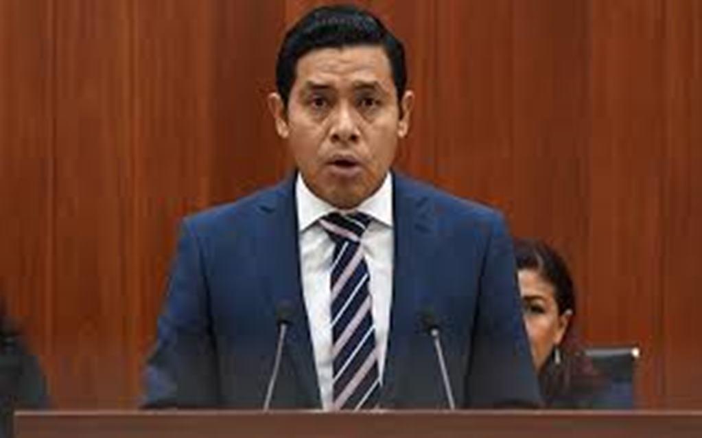 Diputado panista deja de ser oposición para ser golpeador del PRI