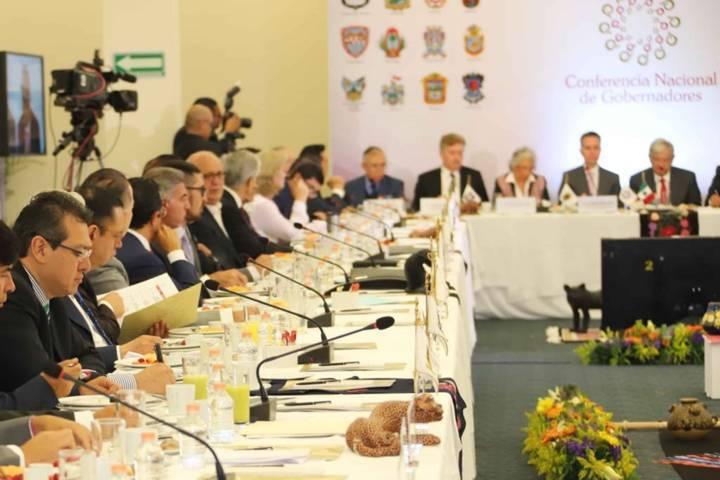 En Conago, participa Marco Mena en reunión con el presidente electo