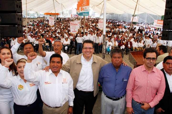 Conmemoran Marco Mena y SNTE el Día del Trabajo