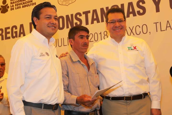 Tlaxcala reduce al mínimo tasa de analfabetismo: Marco Mena