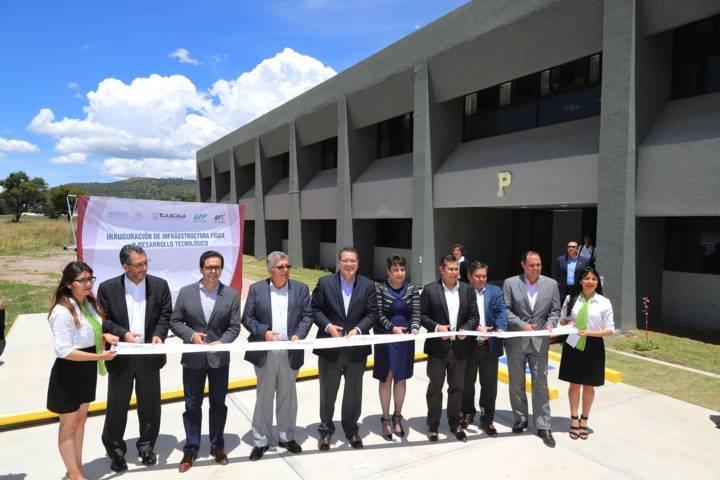 Entrega Marco Mena obras por 34.5 mdp en la UTT