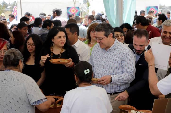 """Inauguran Marco Mena y Alejandra Frausto programa nacional """"Cultura Comunitaria"""""""