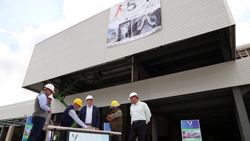Avanza construcción de Parque Vértice; Marco Mena recorre la obra