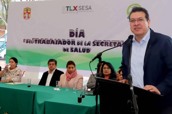 Refrenda Marco Mena respaldo a trabajadores del sector salud