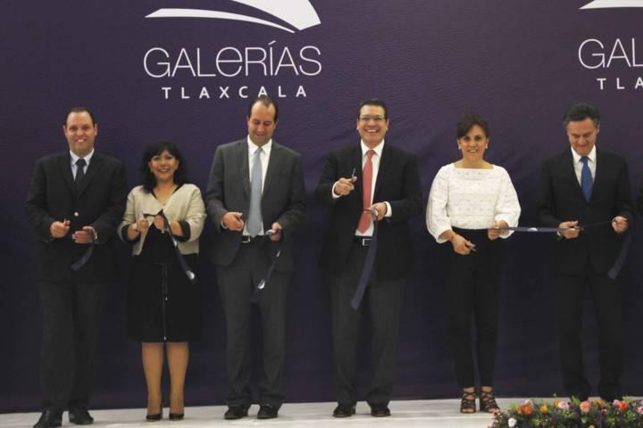 Inaugura el gobernador Marco Mena la plaza Galerías Tlaxcala