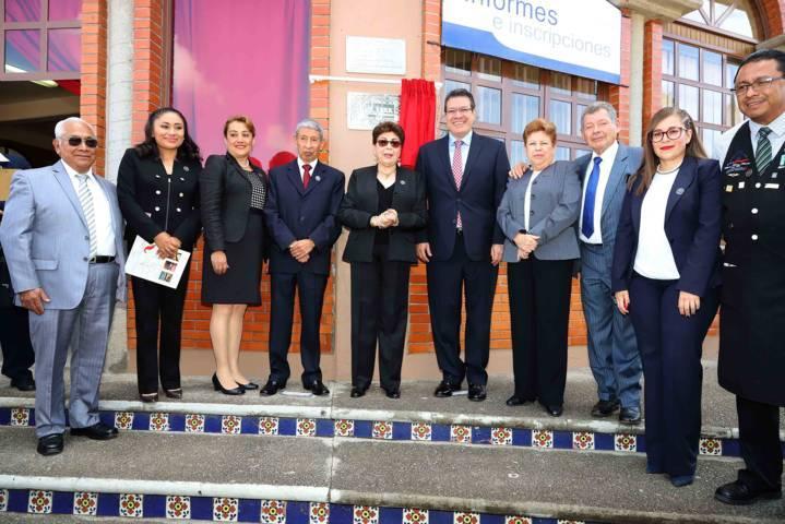 Marco Mena asiste a los 30 años de Universidad Del Altiplano