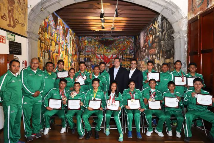 Destaca Marco Mena logros de medallistas paralímpicos tlaxcaltecas