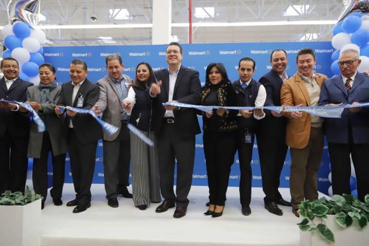 Marco Mena inaugura sucursal de Walmart en Tlaxcala