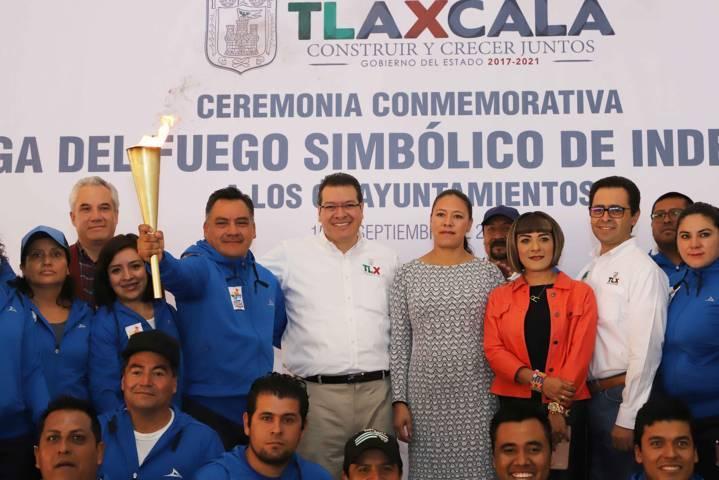 Entrega Marco Mena fuego simbólico de independencia a los 60 municipios