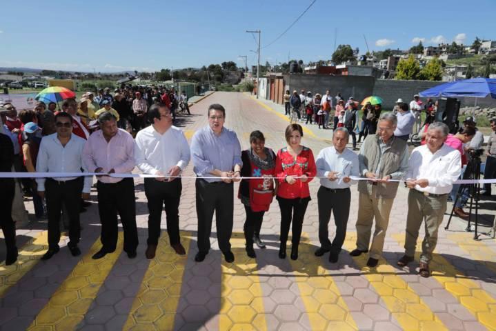Inauguran Marco Mena y Rosario Robles obras en Huamantla y Tetla