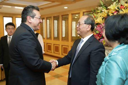 Asiste Mena a despedida del Embajador de China en México