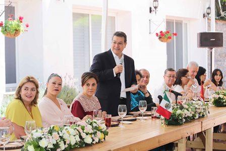 Marco Mena recibe a embajadores de cinco países