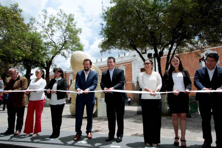"Inaugura Mena exposición ""Timo En Tlaxcala"" de Rodrigo De La Sierra"