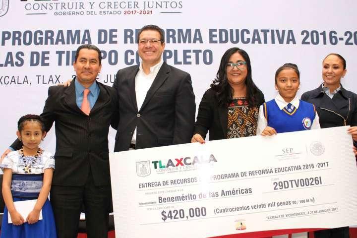 Destina gobierno recursos por 233 mdp para fortalecer educación