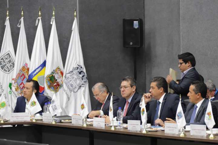 Marco Mena participa en reunión de Conago con Fiscal General de la República