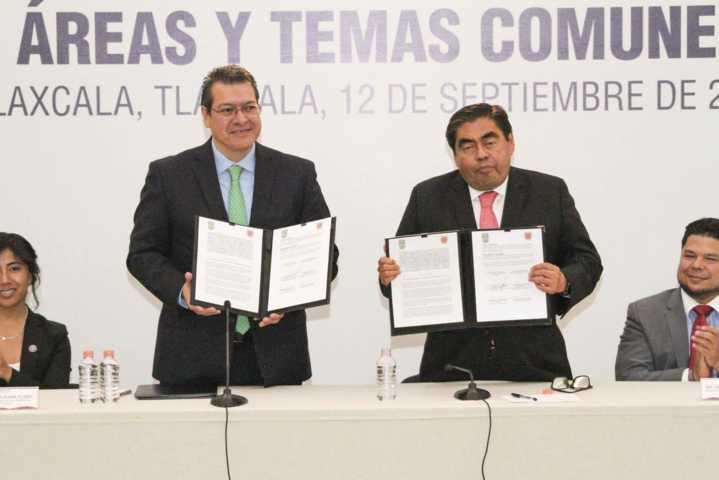 Mena y Barbosa firman convenio para el desarrollo de Tlaxcala y Puebla