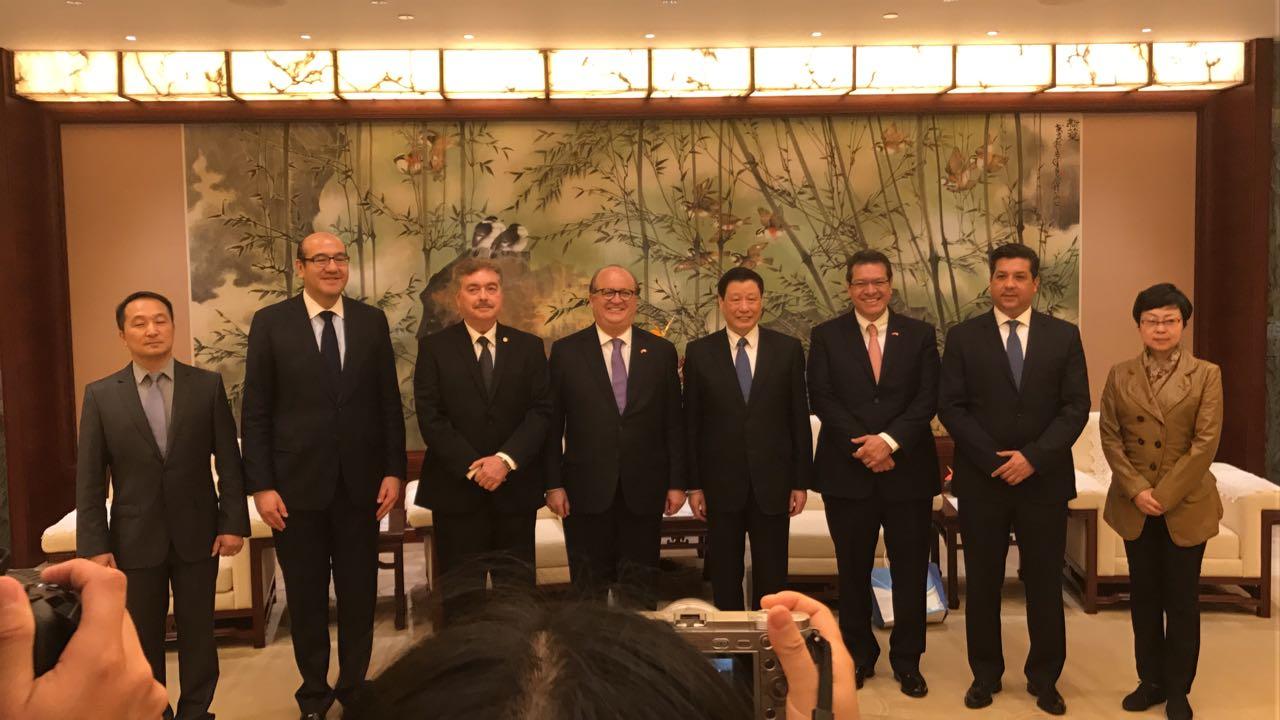 Se reúne Marco Mena con alcalde de Shanghái, refuerza cooperación