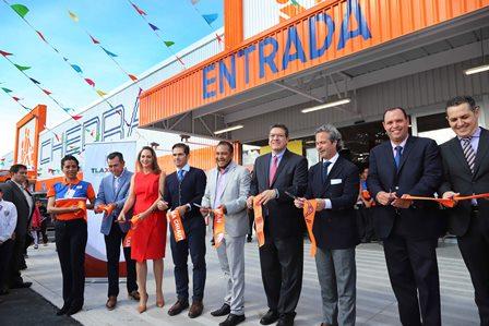 Inaugura Marco Mena tienda Chedrahui en Chiautempan