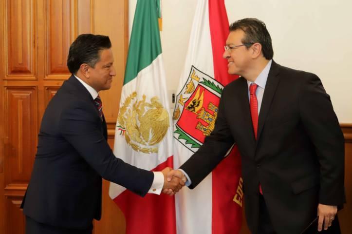Marco Mena toma protesta a Valiente como secretario de Seguridad