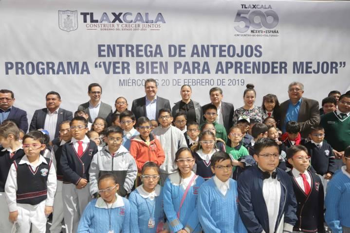 Marco Mena inicia entrega de lentes a más de 10 mil estudiantes