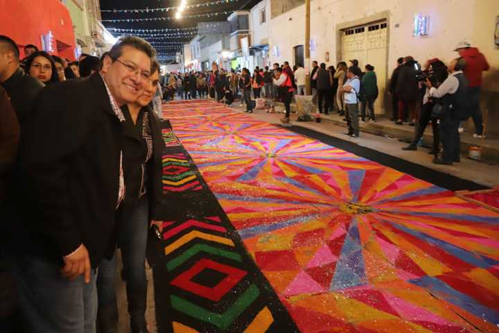 Marco Mena y embajadores recorren alfombras en Huamantla