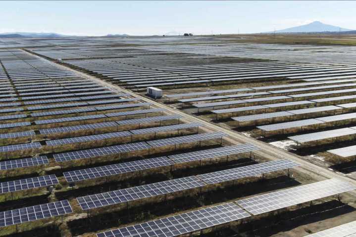Marco Mena inaugura parque de energía solar con la mayor tecnología en el país