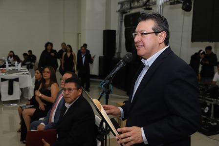 Reconoce Marco Mena labor de periodistas en Tlaxcala