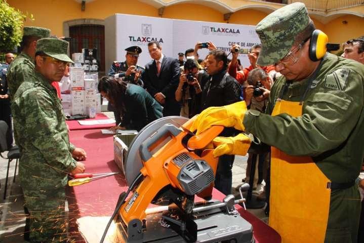 Encabeza Marco Mena inicio de campaña de canje de armas 2017