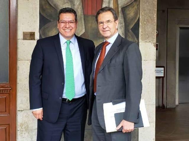 Se reúnen Marco Mena y Esteban Moctezuma, secretario de Educación