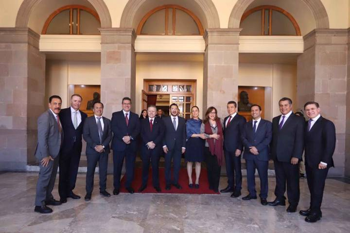 Asiste Mena a Ceremonia del 102 Aniversario de la Constitución