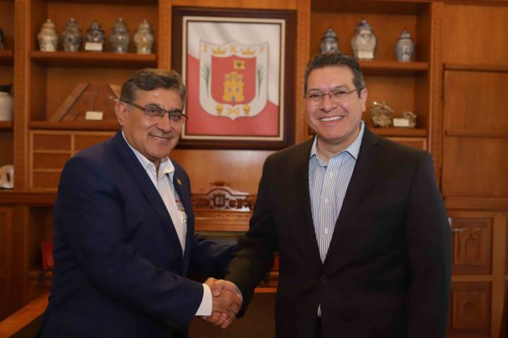 Marco Mena se reúne con Alfonso Cepeda, Secretario General del SNTE