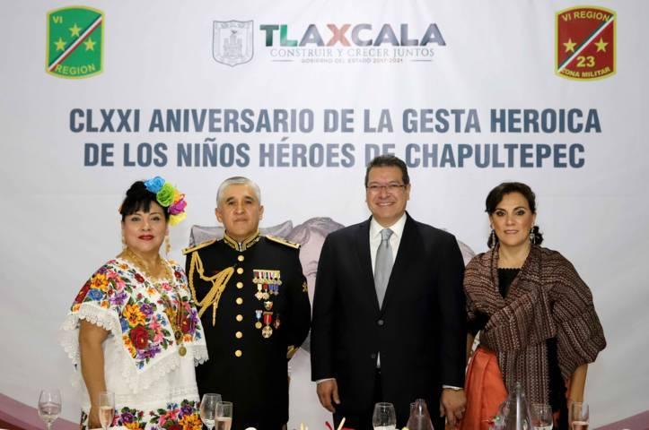 Asiste Marco Mena a cena conmemorativa por la Gesta De Los Niños Héroes