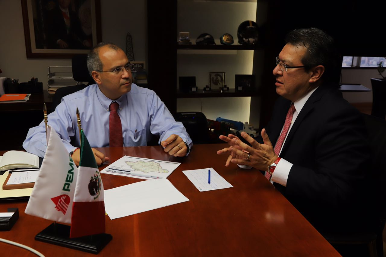 Se reúne Marco Mena con Director de PEMEX