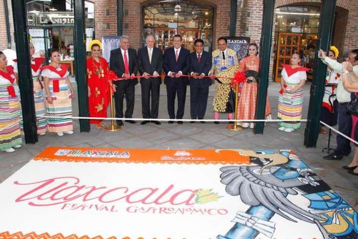 Inaugura Mena Cuarto Festival Regional Tlaxcala en Sanborn´s