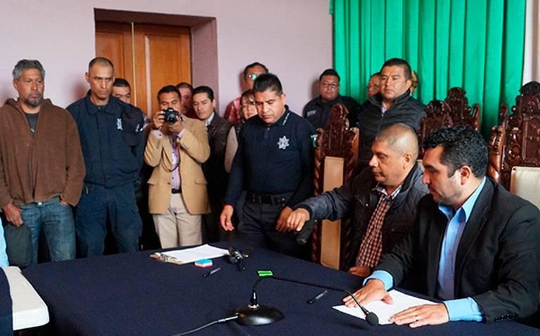 Alcalde se deja de payasadas y cesa a jefe policíaco