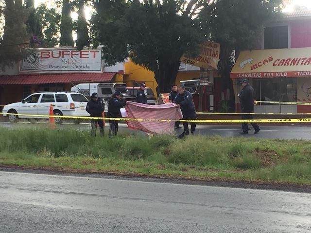 Encuentra policía de Apetatitlán hombre muerto sobre carretera