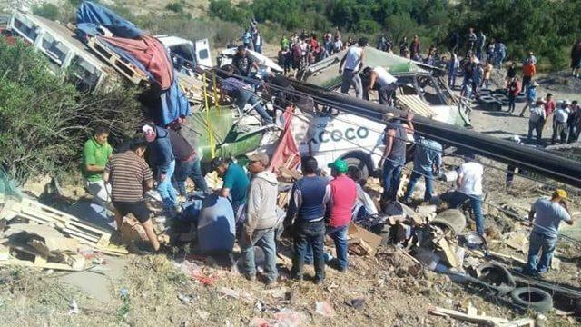 Deja brutal accidente 11 muertos en la carretera Calpulalpan