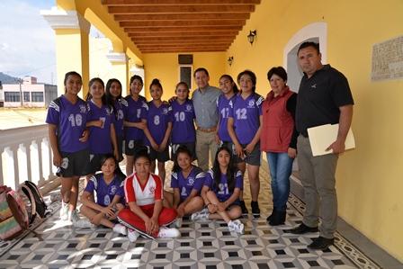 Alcalde apoya equipo que asistirá al nacional de handball en Nayarit