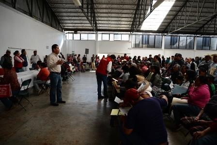 Ponen en marcha el programa de pisos y techos en Nanacamilpa