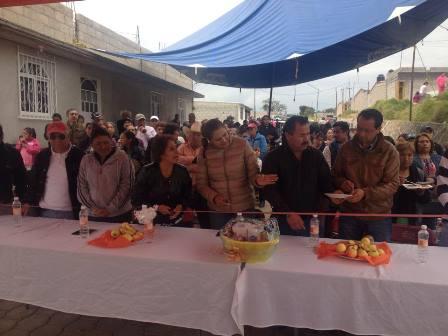 Lilia Olvera entrega obras en colonia Antorchista de Nanacamilpa