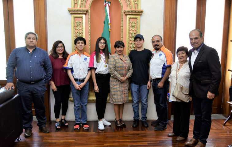 Reconoce Anabell Ávalos a jóvenes de la capital que visitaron la NASA